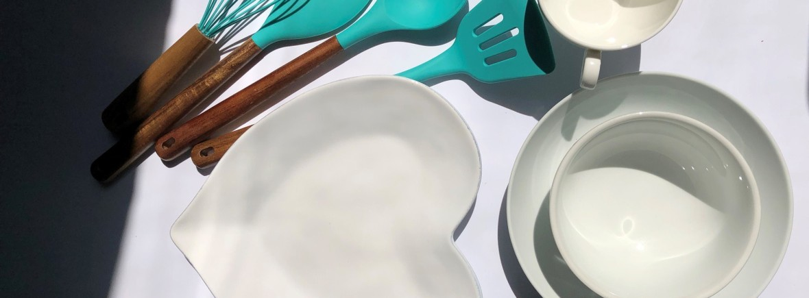 Arthritis Foodie Cooking, Recipes, Heart Plate, Teal Utensils, Blue Utensils, White Dining Set, Recipes, Food for Arthritis, Arthritis Diet
